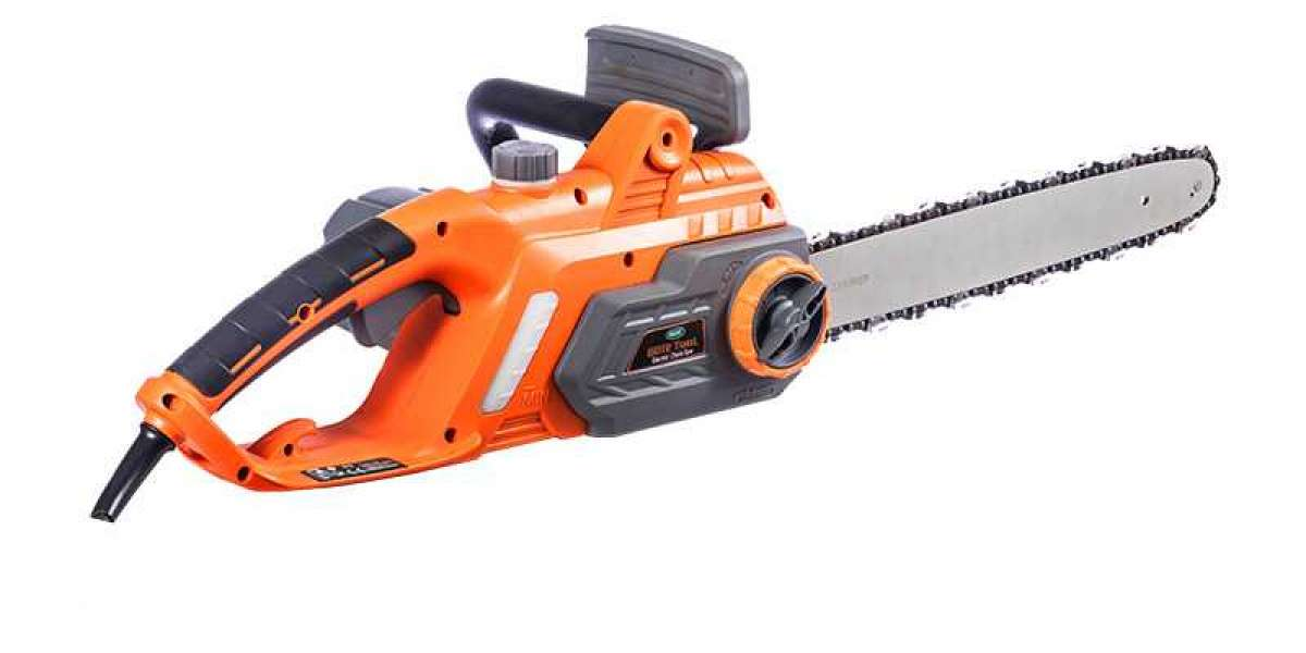 Automatic Chainsaw Is The Ideal Tool For Cutting Trees